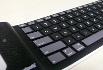 MultiTouch wireless handheld keyboard